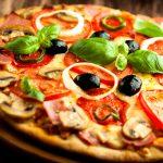 Pizza z serem i sosem pomidorowym